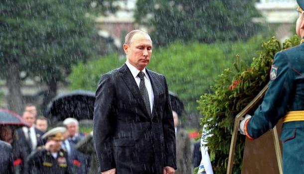 В США сравнили фотографии Путина и Обамы под дождём