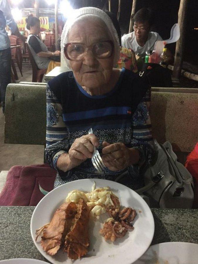 89-летняя российская пенсионерка одна путешествует по Вьетнаму