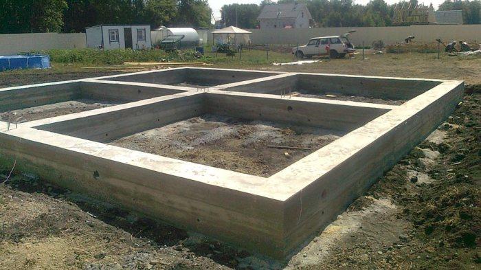 Надёжный фундамент - основа дома.