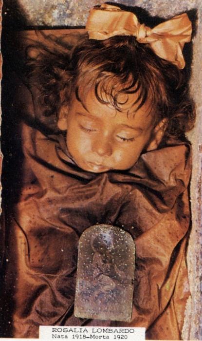 """Загадка """"спящей красавицы"""" —  мумия, которая подмигивает туристам"""