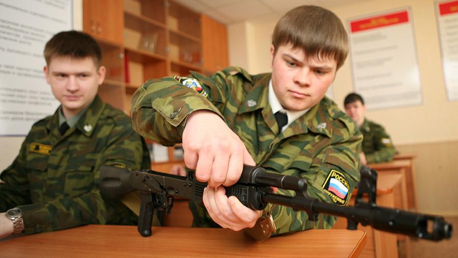 В сержанты со студенческой скамьи