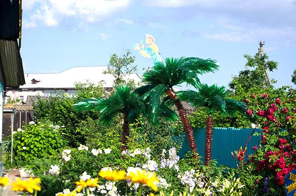 Вечнозеленое дерево — пальма из пластиковых бутылок
