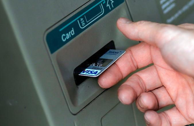 В Думу внесен законопроект о запрете снимать наличные с анонимных карт