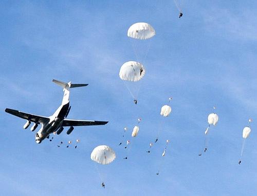 На учениях в Румынии 12 «элитных» военных США покалечили себя при парашютной высадке