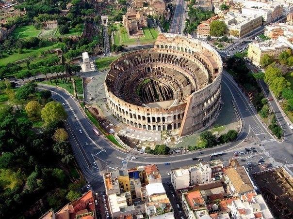 Колизей - самый большой амфитеатр старины