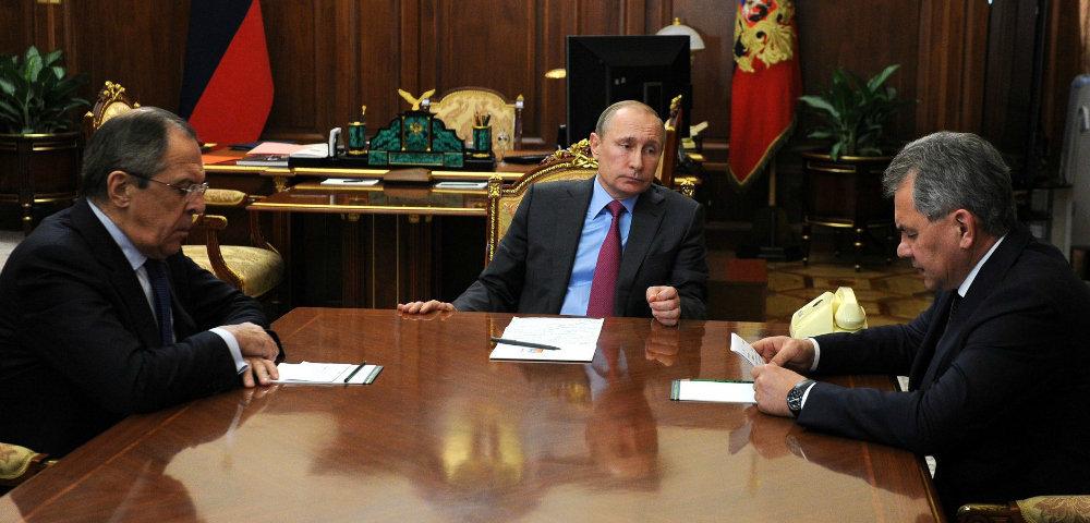 Владимир Путин проводит совещание с С.Лавровым и С.Шойгу