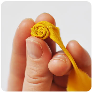http://podarok-svoimi-rukami.ru/wp-content/uploads/2012/02/rolledflowers4.jpg