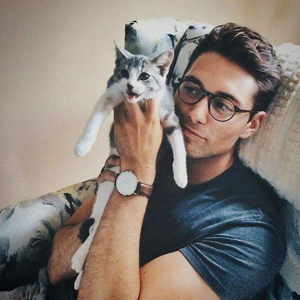 Он Любит Животных