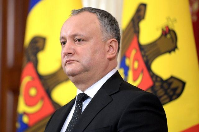 КС Молдавии пятый раз временно отстранил Додона от должности президента