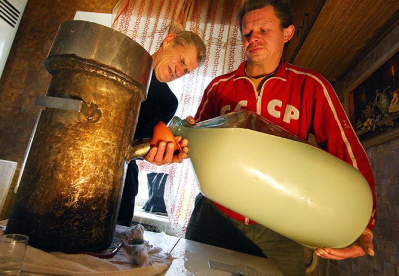 Табуретовка, бензиновка и говеновка: как «выживали» советские забулдыги 80-х