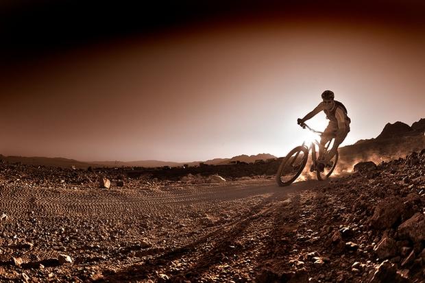 Заряд адреналина: сумасшедшие фото горных велосипедистов