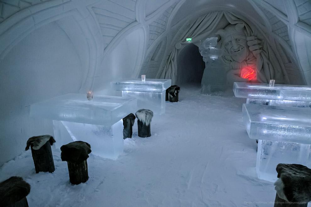 Снежный замок в Лапландии.