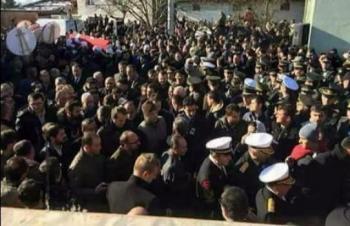 На похороны убийцы российского посла пришли тысячи турок