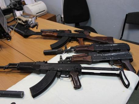 Свадебный кортеж устроил стрельбу из автоматов Калашникова в Астрахани