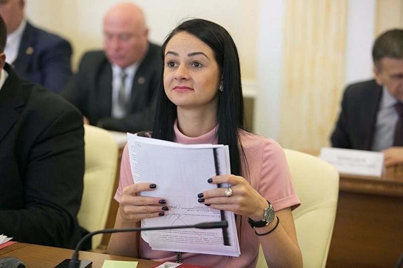 Скандальная чиновница Глацких отказалась уходить в отставку