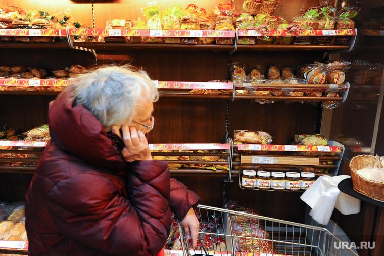 Власти урежут количество хлеба и картофеля в потребительской корзине россиян