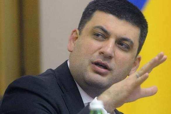 Гройсман обещает, что «быстро разберётся» сбанками России, принимающими паспорта ДНР иЛНР (ВИДЕО)