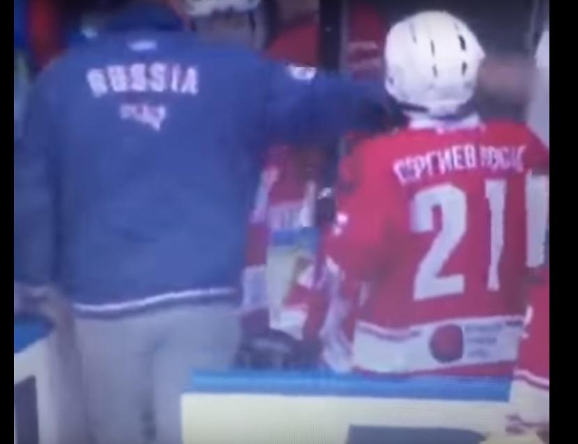 """""""В хоккей играют настоящие мужчины"""": Тренер детской хоккейной команды избил клюшкой подопечного"""