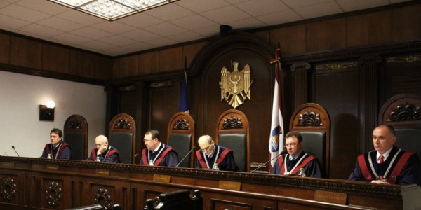 Президента Молдавии отстранили отдолжности