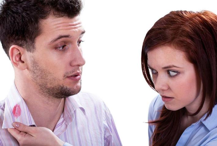 Муж живет на две семьи – что делать женщине?