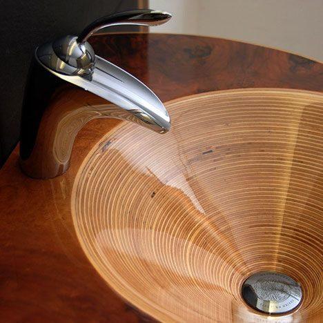 Экзотический акцент у вас в ванне — умывальники из дерева ручной работы. Невероятная красота!