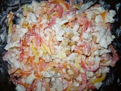 Простой салат из копченой куры