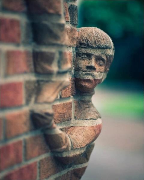 Удивительная скульптура из кирпича от Брэда Спенсера
