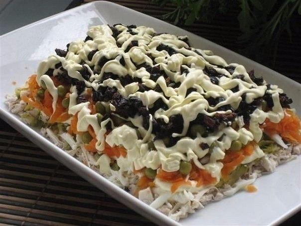 Рецепт этого салата будут выпрашивать все гости. Очень вкусный!