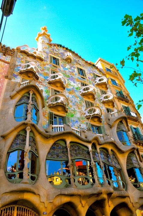 Творение Гауди. Дом Бальо в Барселоне