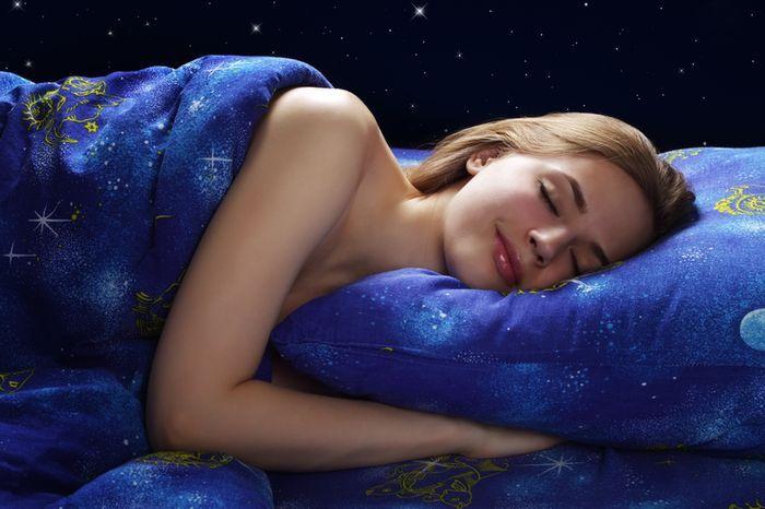 istc-hjnrb2p-cr69ovrgg-spanok-teplo-leto-obliecky-sny-dreamstime
