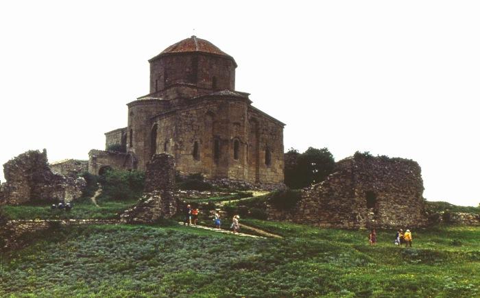Грузинский монастырь и храм VII века, один из шедевров архитектуры по совершенству архитектурных форм.