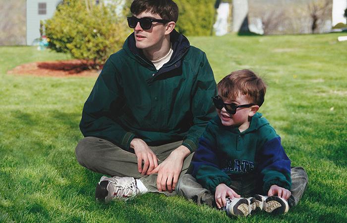 Я и мини-я: Парень сделал отличный фотопроект со своими детскими фотографиями