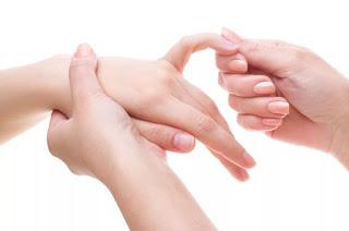 определить болезни человека по его рукам