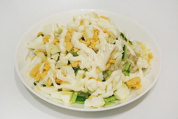 салат из свежей капусты с яйцом и майонезом
