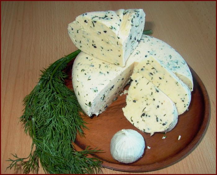 Сыр с зеленью и чесноком