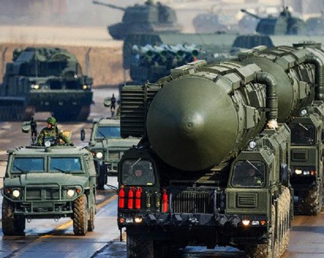 Daily Mail сообщила о стягивании войск РФ к границе с КНДР (видео)