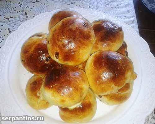 Вкусные булочки из дрожжевого теста (с изюмом)
