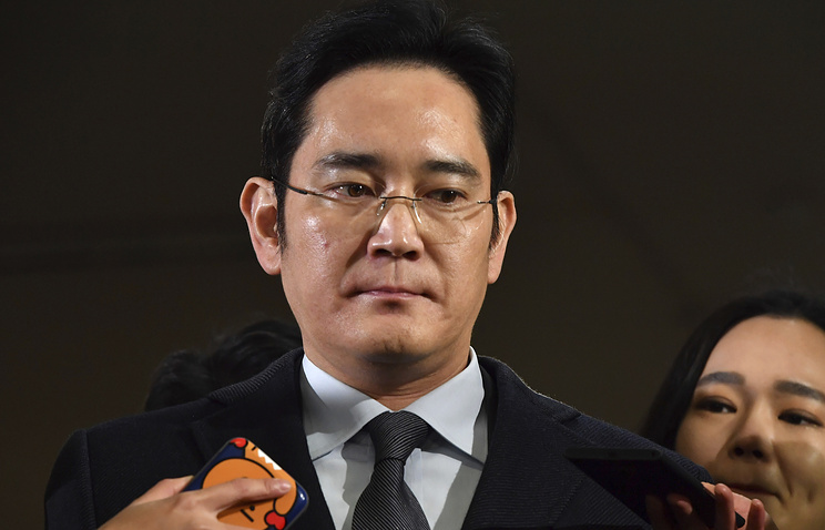Глава Samsung арестован за откаты подруге экс-президента Южной Кореи