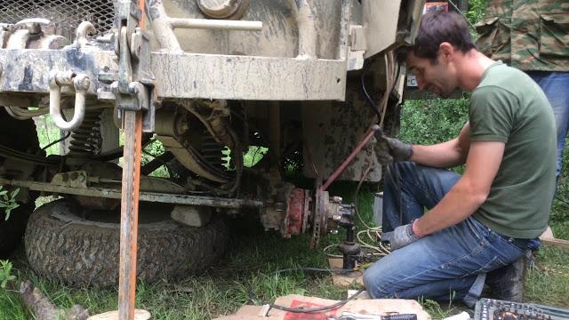 Сварка без сварочного аппарата. Заварили сломанный УАЗ в лесу