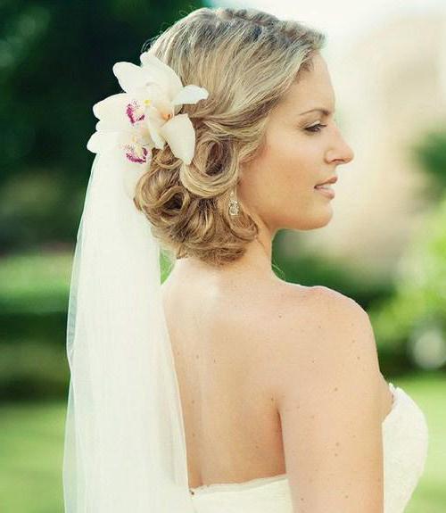 Прически на волосы до плеч свадебные