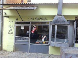 В Косово продолжают рисовать свастику и угрожать сербам