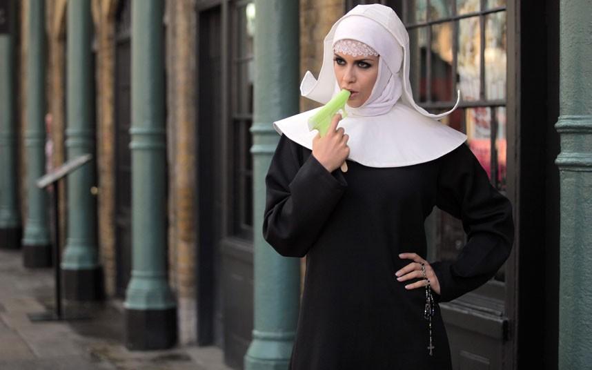 У Великобританії з'явилося морозиво з абсенту і святої води