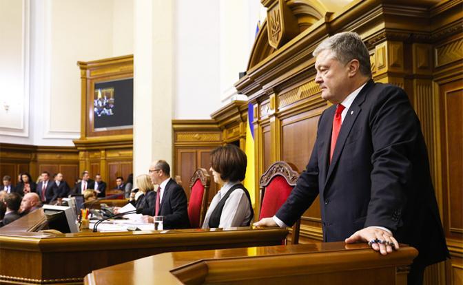 Запад готовит Порошенко не победу на выборах, а место в одиночной камере