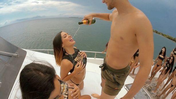 Море выпивки и разврата: в Колумбии предложили отдых с безлимитным сексом в компании 60 девушек