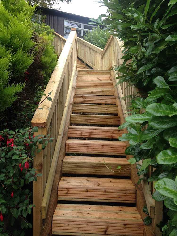 Лестница садовая из дерева