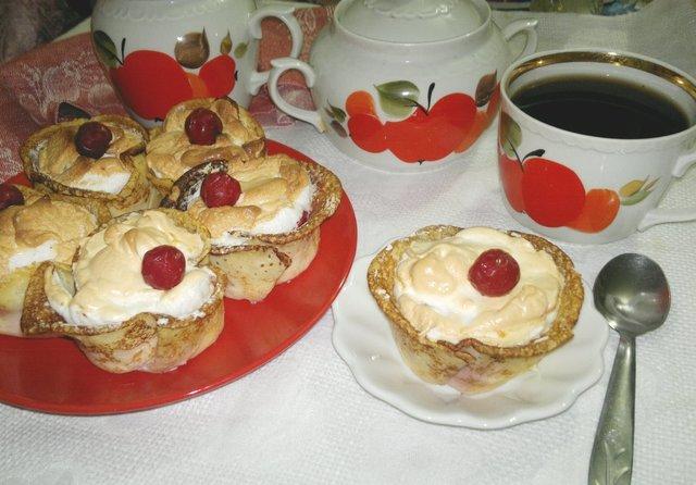 Фото к рецепту: Корзиночки из рисовых блинчиков с творогом и вишней #масленица2021