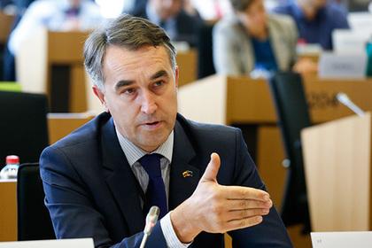 Евродепутат констатировал отсутствие в ЕС решения по безвизовому режиму с Киевом