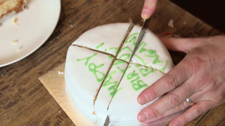 Оказывается, мы всю жизнь неправильно резали торты…