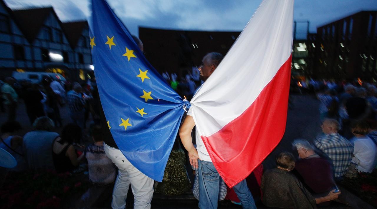 Санкционный маховик: Еврокомиссия грозит Польше лишением права голоса в Совете ЕС