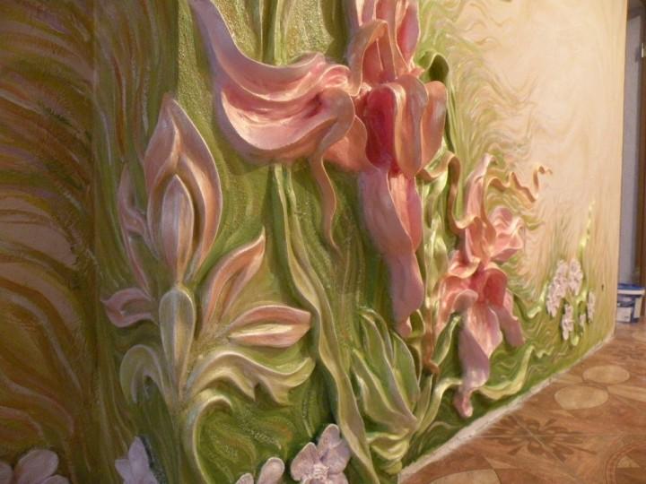 Цветок лепнина на стене